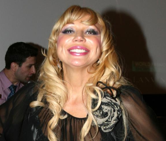 В сети обсуждают фигуру певицы Маши Распутиной в бикини  в горошек