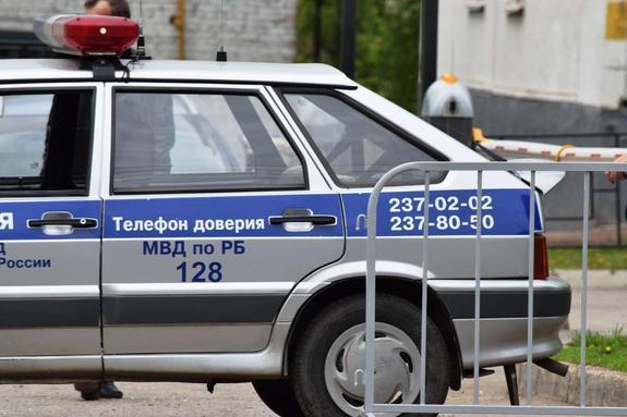 Жена одного из уволенных полицейских в Уфе утверждает, что он ночевал дома