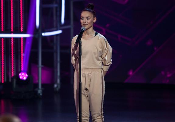 """ЧП на шоу """"Танцы"""", одна из участниц получила травму и покидает проект"""