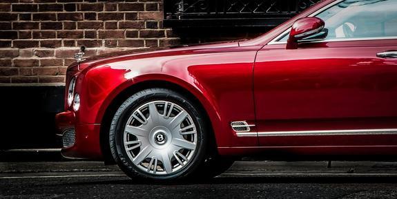 """Полиция изучает видео, как владелица Bentley устроила """"разборку"""" в сети"""