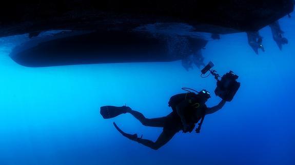 В Индонезии в ходе поисков рухнувшего самолета погиб водолаз
