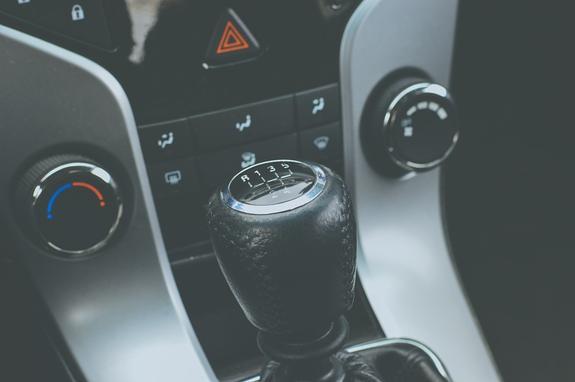 Все больше российских водителей прощаются с «механикой»