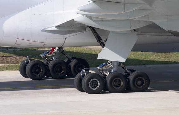 В небе над столицей Канады столкнулись два самолета