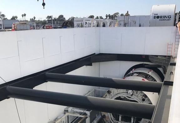 Илон Маск показал пугающе длинный скоростной тоннель под Лос-Анжелесом изнутри