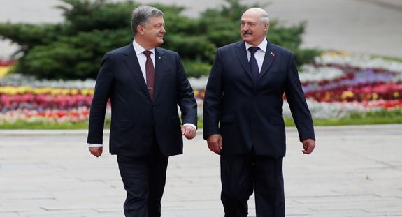 С севера Украину ждёт вторжение на комбайнах и тракторах...
