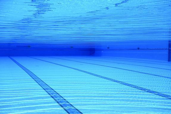 В бассейне в Подмосковье едва не утонул ребенок, возбуждено уголовное дело