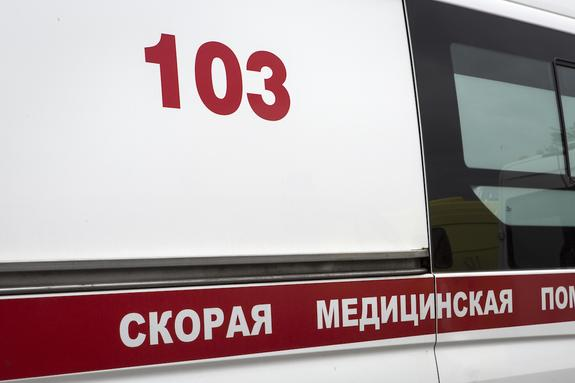 """В Петербурге в ходе ДТП со """"скорой"""" и мусоровозом пострадали три человека"""