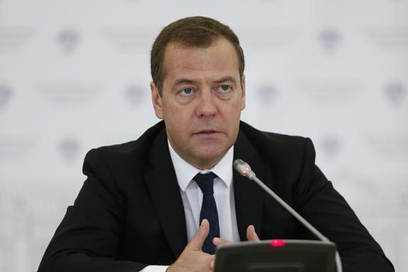 Медведев предложил Вьетнаму помощь в связи со штормом в Нячанге