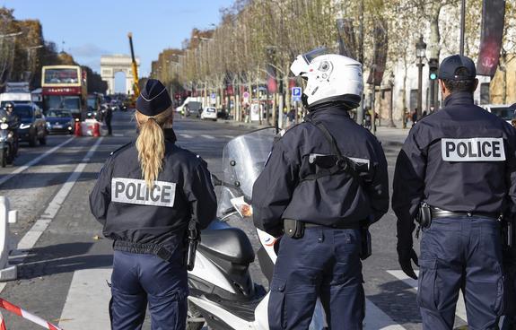 Парижская полиция применила против митингующих слезоточивый газ