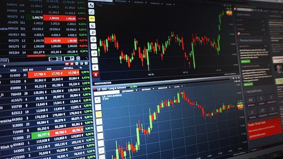 ЦБ предложил банкам информировать его о валютных сделках
