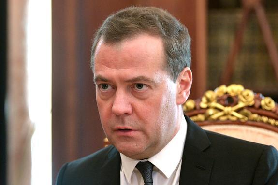 """Медведев порекомендовал некоторым чиновникам """"включать мозги"""""""