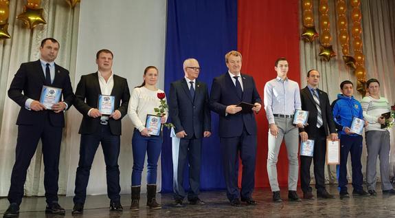 Анатолий Литовченко поздравил спортивную школу с 20-летием