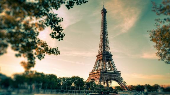 Эйфелева башня будет закрыта в субботу из-за «желтых жилетов»