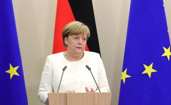 Ангеле Меркель подарили дирижерскую палочку