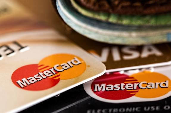 ЦБ раздал советы банкам на случай отключения от Visa и MasterCard