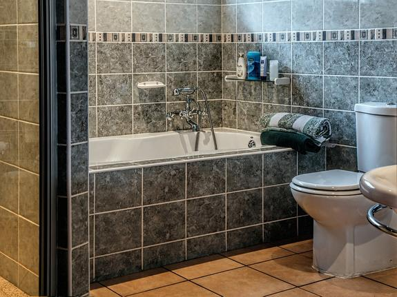 Появились подробности гибели спортсменки в ванной  от удара током из-за телефона