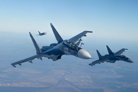 В Крым прилетят более десяти российских истребителей