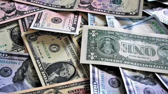 Эксперт рассказал, какого курса доллара и евро следует ждать к Новому году
