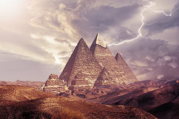 Туристический автобус взорван в  районе пирамид Гизы в Египте