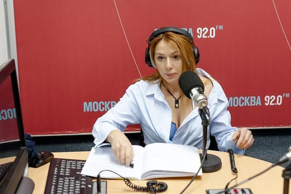 Алена Апина и Таня Иванова восхитили публику в мини-шортах и ботфортах