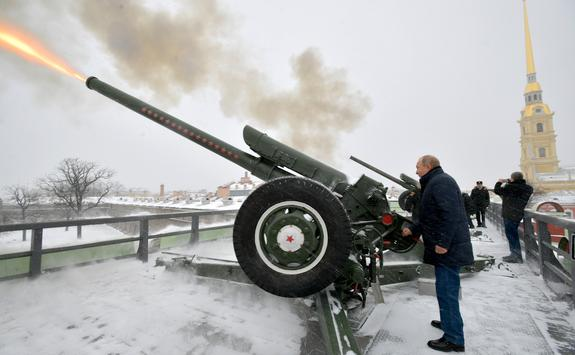 Путин рассказал, что он  получил звание лейтенанта как артиллерист