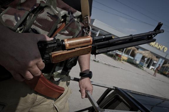 Кадры атаки дрона ВСУ по окопу ополченцев Донбасса показал киевский волонтер