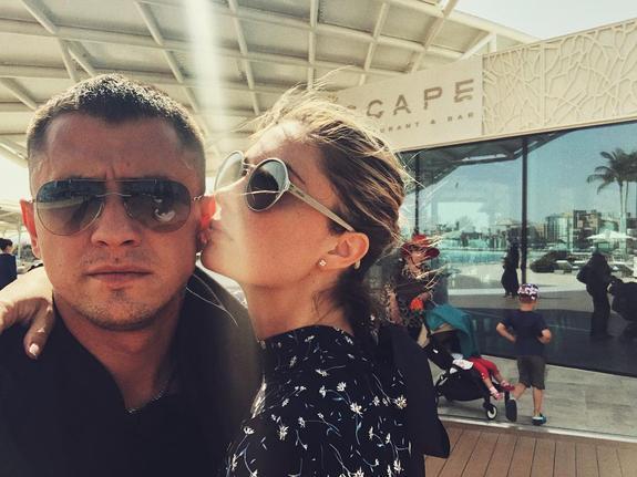 В СМИ сообщают, что Павел Прилучный избил свою жену Агату Муцениеце