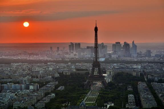 Появилось пугающее видео с места взрыва в центре Парижа