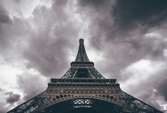 Мэр Парижа, премьер и глава МВД Франции прибыли на место взрыва