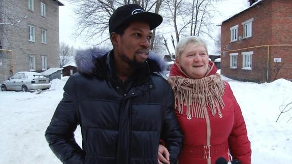 50-летняя русская вдова досталась по наследству брату нигерийского принца