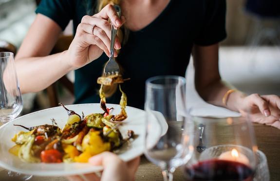 В ресторане Дубая посетители будут платить за недоеденное блюдо