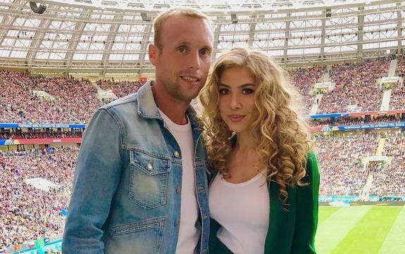 Он отнимает детей, угрожает, а сам живет с любовницей, призналась жена Глушакова