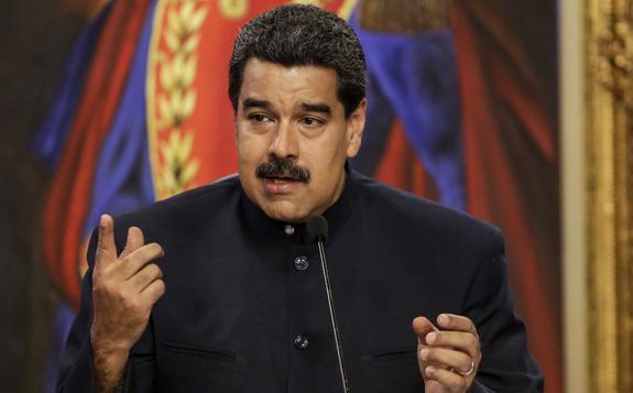 """Мадуро требует, чтобы Трамп """"немедленно убрал руки"""" от Венесуэлы"""