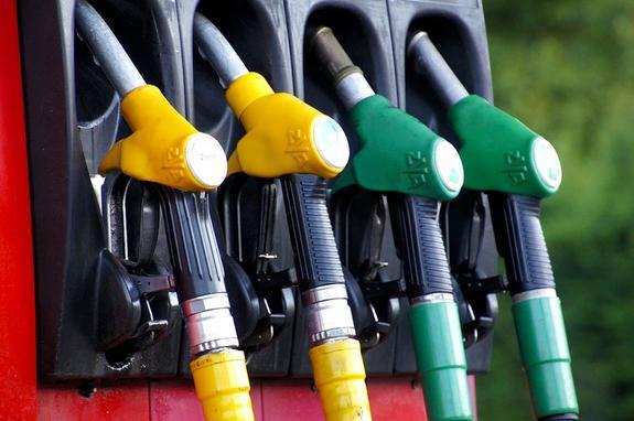 Россия по дешевизне бензина заняла второе место в Европе