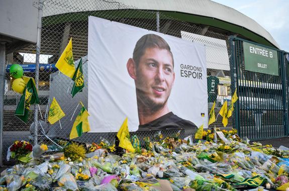 Опознано тело футболиста Эмилиано Салы, погибшего в авиакатастрофе