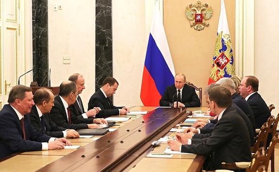 Путин обсудил с членами Совбеза отношения с Беларусью