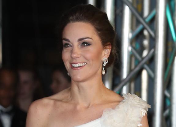 Настоящая королева: герцогиня Кейт в белом платье покорила всех на премии BAFTA