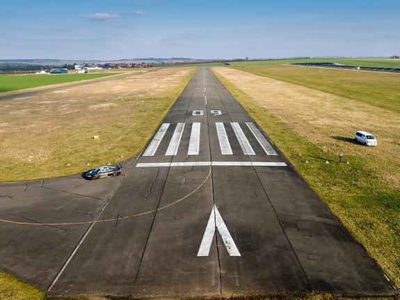 В Японии истребитель ВВС США выехал за пределы взлетно-посадочной полосы