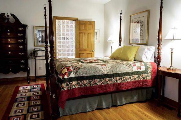 В Англии нашли кровать короля Генриха VII, выброшенную на парковку