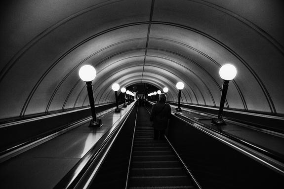 Человек упал на рельсы в московском метро