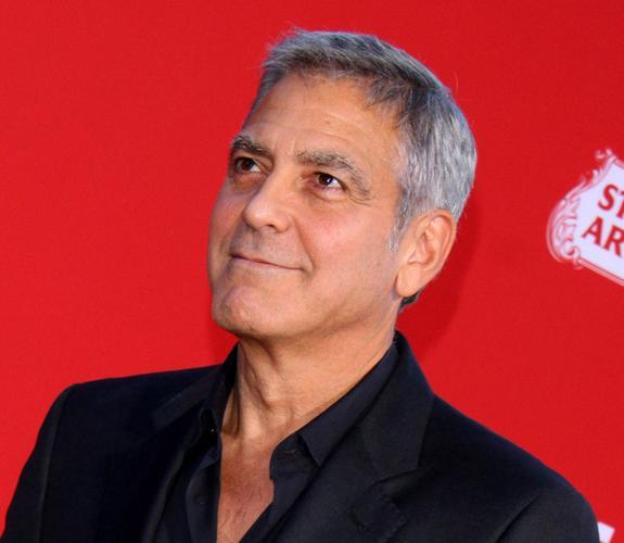 Клуни: шумиха вокруг герцогини Меган напоминает историю с принцессой Дианой