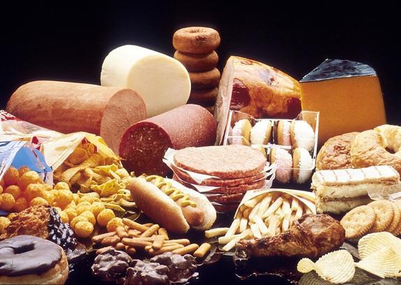 Ученые выявили новую опасность употребления жирной и сладкой пищи