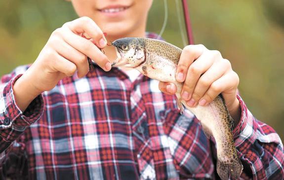 В российских школах начали учить ловить рыбу