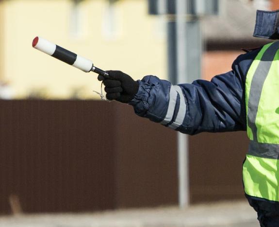 Министр строительства Крыма подрался с сотрудниками полиции на трассе М-4