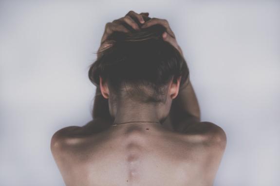 Эксперты назвали 6 привычек, вредных  для здоровья позвоночника