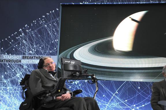 Бывшую сиделку физика Стивена Хокинга подозревают в серьезных нарушениях