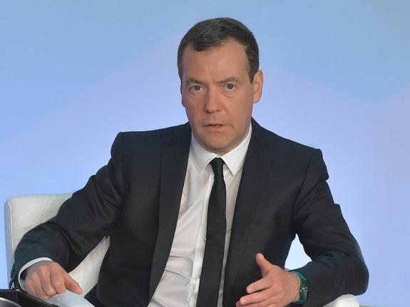 Медведев проверит ситуацию с заводом по розливу воды на Байкале
