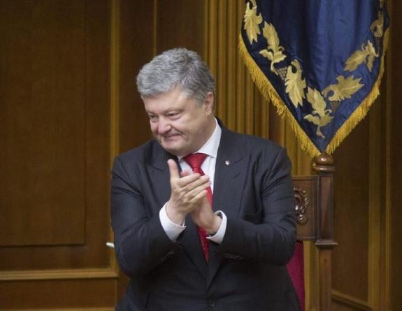 """Автор фото с """"убегающим"""" Порошенко объяснил суть снимков"""