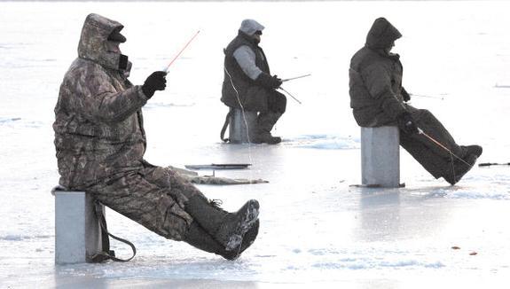 ГИБДД спасает рыбаков в Питере