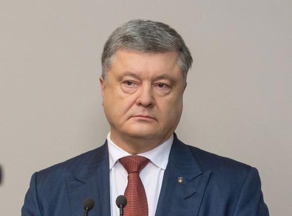 Отказала президенту: избирательница не стала целоваться с Порошенко